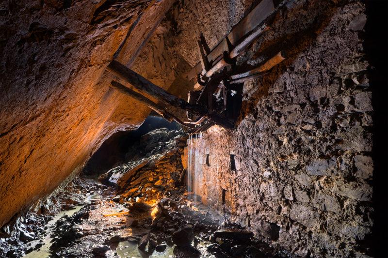 Le bois et l'eau ne font habituellement pas bon ménage, sauf sur cette trémie en bois fossilisée par l'eau.