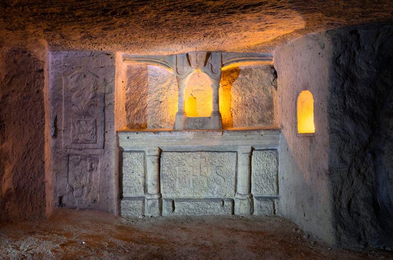 IHS sur un autel prussien.