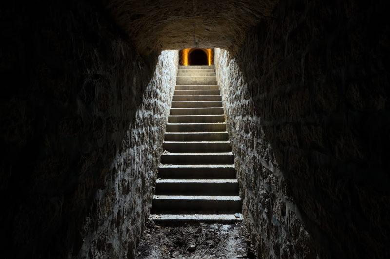 Escalier d'accès à un abri en carrière