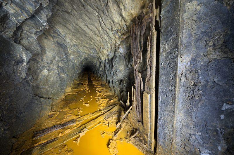 Epave de porte dans une galerie de mine de Charbon.