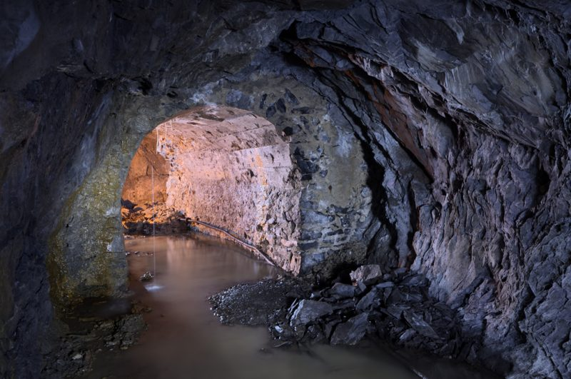 Tunnel de ciment où quelques fistuleuses se sont formées.
