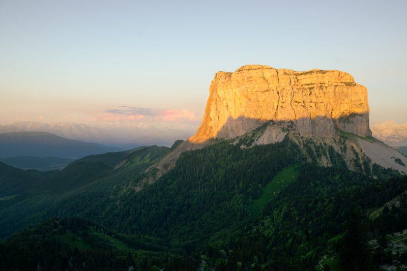Le Mont Aiguille au Crépuscule