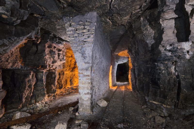 Consolidation centrale consistant en une maçonnerie évasée.