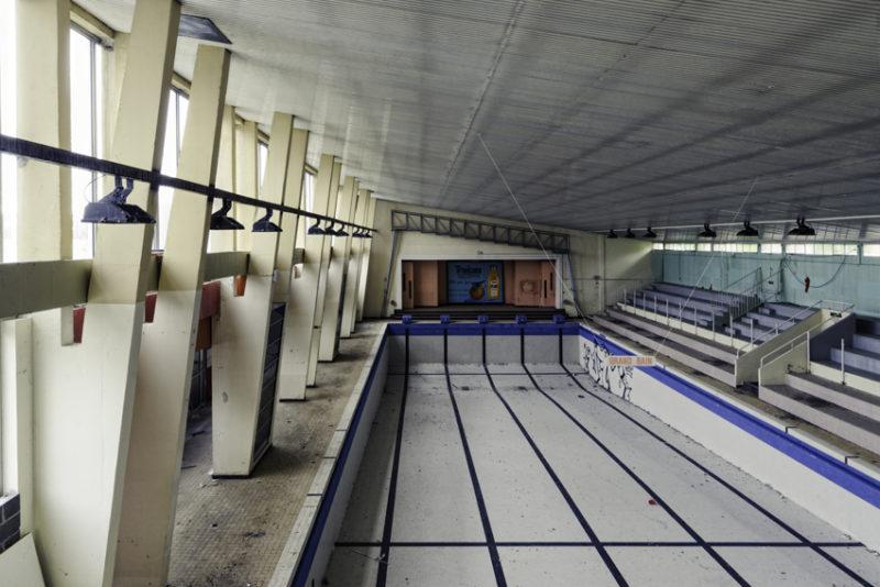 Les Grandes lignes dans une ancienne piscine.