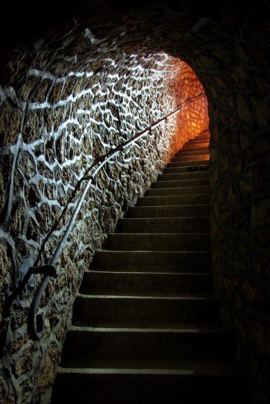 Escalier permettant d'éviter un tunnel du métro.