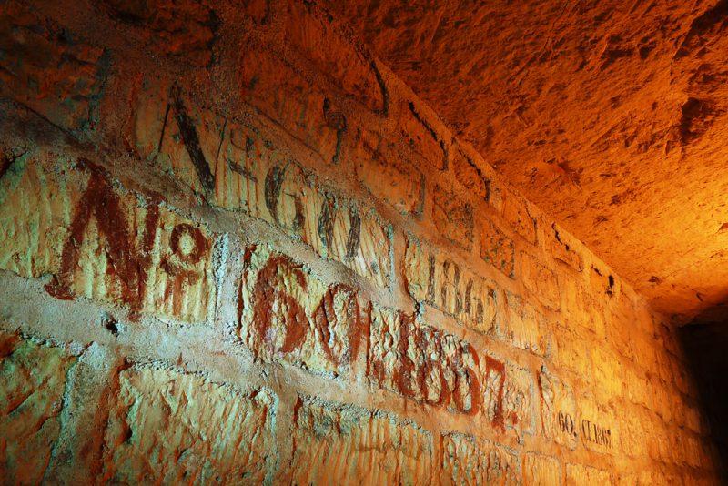 Confortation, sanguine et mine de plomb dans une galerie sous Paris.